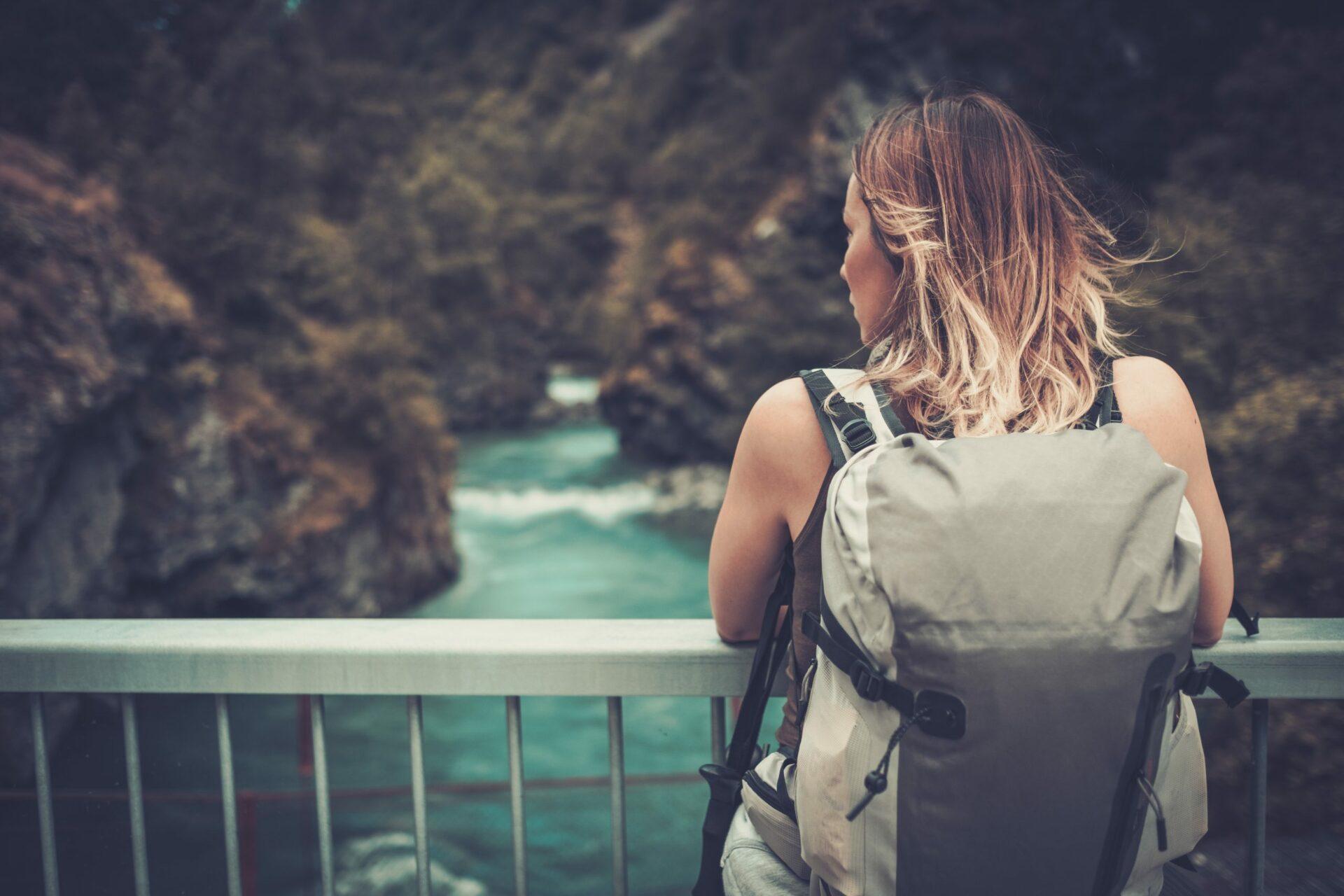 mochila de viaje a la montaña